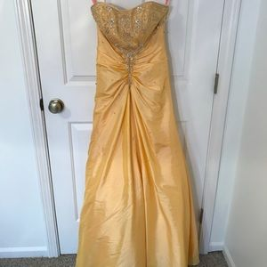 Dresses & Skirts - Daisy yellow prom dress